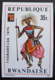 Poštovní známka Rwanda 1975 Válečný kostým neperf. Mi# 772 B