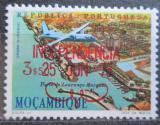 Poštovní známka Mosambik 1975 Letadlo nad městem přetisk Mi# 585