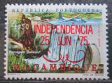 Poštovní známka Mosambik 1975 Letadlo nad vodopády přetisk Mi# 587