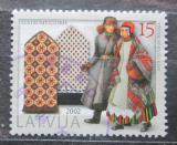 Poštovní známka Lotyšsko 2002 Kroje a rukavice Mi# 579