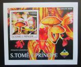 Poštovní známka Svatý Tomáš 2003 Houby a orchideje DELUXE Mi# 1995 Block
