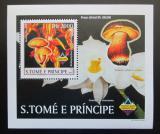 Poštovní známka Svatý Tomáš 2003 Houby a orchideje DELUXE Mi# 1996 Block