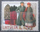 Poštovní známka Lotyšsko 2005 Kroje a rukavice Mi# 648