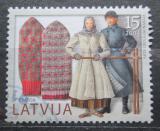 Poštovní známka Lotyšsko 2004 Kroje a rukavice Mi# 623