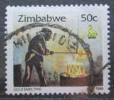 Poštovní známka Zimbabwe 1995 Tavení zlata Mi# 547