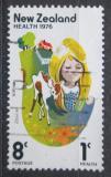 Poštovní známka Nový Zéland 1976 Dívka a telátko Mi# 692