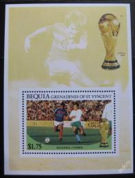 Poštovní známka Svatý Vincenc Gren. Bequia 1986 MS ve fotbale Mi# Block 6