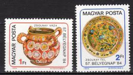 Poštovní známky Maïarsko 1984 Den známek, porcelán Mi# 3694-95