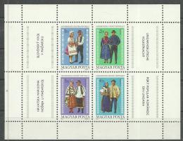 Poštovní známky Maïarsko 1981 Lidové kroje Mi# Block 152