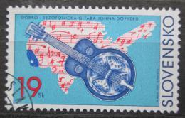 Poštovní známka Slovensko 2001 Rezofonická kytara Mi# 403