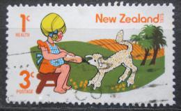 Poštovní známka Nový Zéland 1975 Dítì s jehnìtem Mi# 661