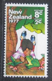 Poštovní známka Nový Zéland 1977 Dítì a žába Mi# 721