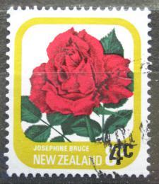 Poštovní známka Nový Zéland 1979 Rùže pøetisk Mi# 787