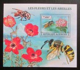 Poštovní známka Burundi 2013 Vèely a kvìtiny Mi# Block 382 Kat 9€