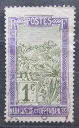 Poštovní známka Madagaskar 1908 Pøeprava na nosítkách Mi# 74