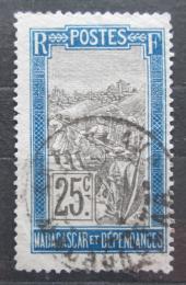 Poštovní známka Madagaskar 1908 Pøeprava na nosítkách Mi# 81