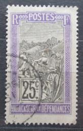 Poštovní známka Madagaskar 1922 Pøeprava na nosítkách Mi# 154
