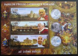 Poštovní známky Madagaskar 2014 Papeži, zlaté písmo Mi# N/N