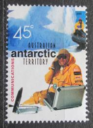 Poštovní známka Australská Antarktida 2001 Muž se satelitním telefonem Mi# 142
