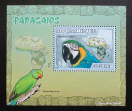 Poštovní známka Mosambik 2007 Papoušci Deluxe Mi# 3025 Block