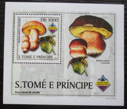 Poštovní známka Svatý Tomáš 2003 Houby a vèely DELUXE Mi# 2001 Block