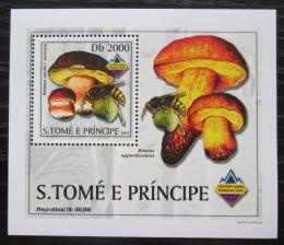 Poštovní známka Svatý Tomáš 2003 Houby a vèely DELUXE Mi# 2002 Block