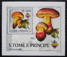 Poštovní známka Svatý Tomáš 2003 Houby a vèely DELUXE Mi# 2003 Block