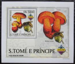 Poštovní známka Svatý Tomáš 2003 Houby a vèely DELUXE Mi# 2004 Block