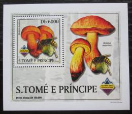 Poštovní známka Svatý Tomáš 2003 Houby a vèely DELUXE Mi# 2005 Block
