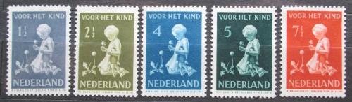 Poštovní známky Nizozemí 1940 Dítì s kvìtinou Mi# 375-79 Kat 15€