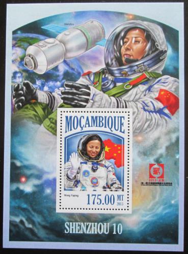 Poštovní známka Mosambik 2013 Vesmírný projekt Shenzhou 10 Mi# Block 825 Kat 10€