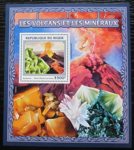 Poštovní známka Niger 2016 Sopky a minerály Mi# Block 599 Kat 13€