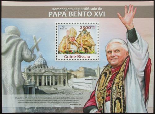 Poštovní známka Guinea-Bissau 2013 Papež Benedikt Mi# Block 1151 Kat 10€