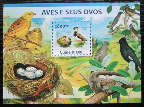 Poštovní známka Guinea-Bissau 2013 Ptáci a jejich vejce Mi# Block 1157 Kat 11€