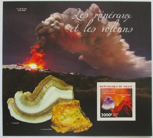Poštovní známka Niger 2014 Sopky a minerály Mi# Block 344 Kat 12€