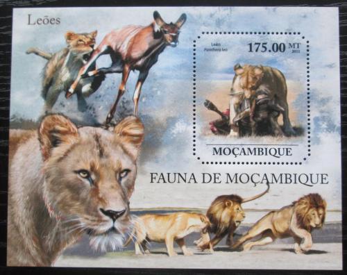 Poštovní známka Mosambik 2011 Lvi Mi# Block 521 Kat 10€