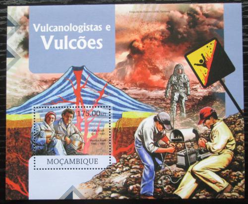 Poštovní známka Mosambik 2012 Vulkány a vulkanologové Mi# Block 666 Kat 10€