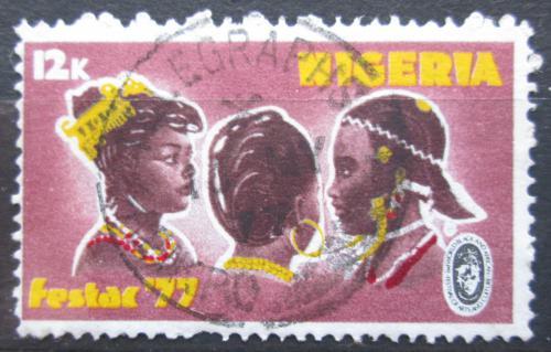 Poštovní známka Nigérie 1977 Úèesy afrických žen Mi# 325