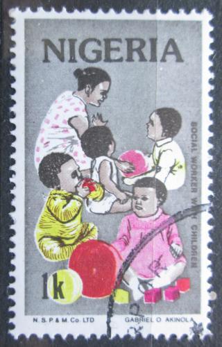 Poštovní známka Nigérie 1986 Práce s dìtmi Mi# 474