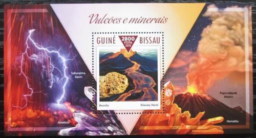 Poštovní známka Guinea-Bissau 2015 Sopky a minerály Mi# Block 1360 Kat 11€