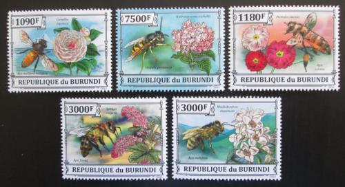 Poštovní známky Burundi 2013 Vèely a kvìtiny Mi# 3288-92 Kat 10€