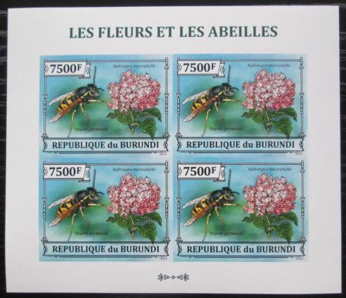 Poštovní známky Burundi 2013 Vèely a kvìtiny neperf. Mi# 3292 B Bogen