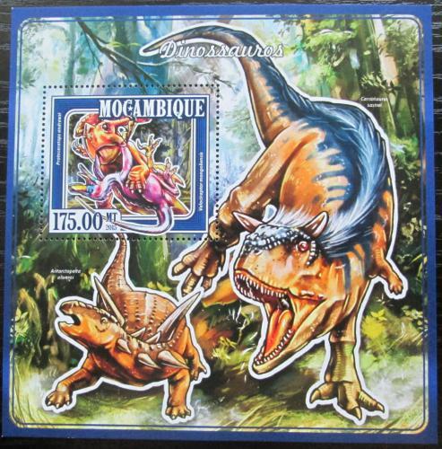 Poštovní známka Mosambik 2015 Dinosauøi Mi# Block 980 Kat 10€