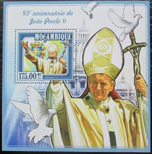 Poštovní známka Mosambik 2015 Papež Jan Pavel II. Mi# Block 994 Kat 10€