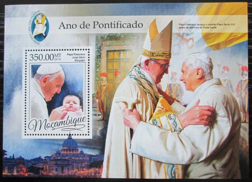 Poštovní známka Mosambik 2016 Papež František Mi# Block 1182 Kat 20€